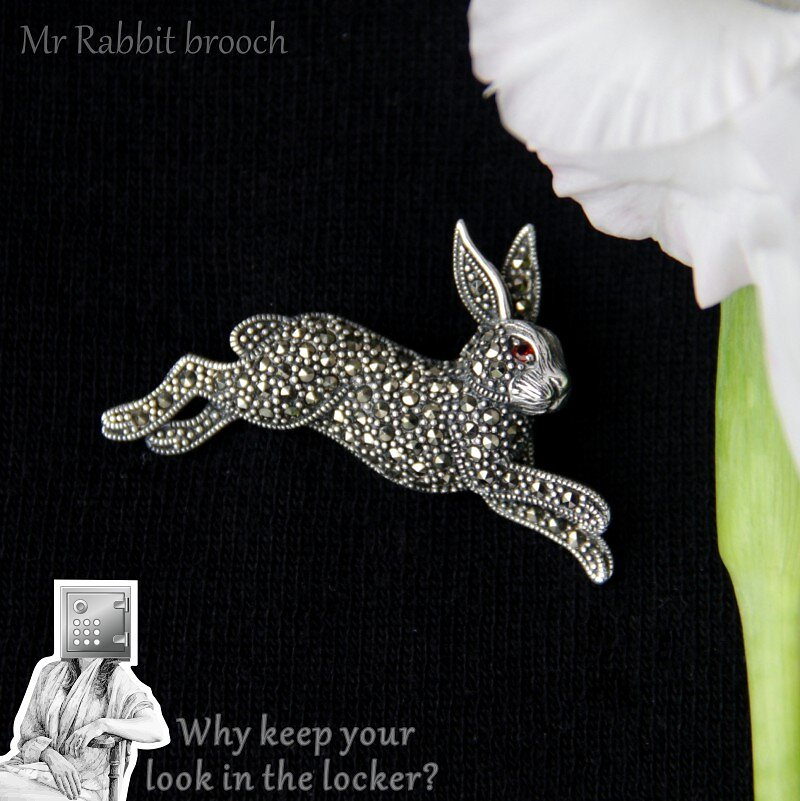2890-3290-45mm-28mm-Mr-Rabbit-brooch.jpg