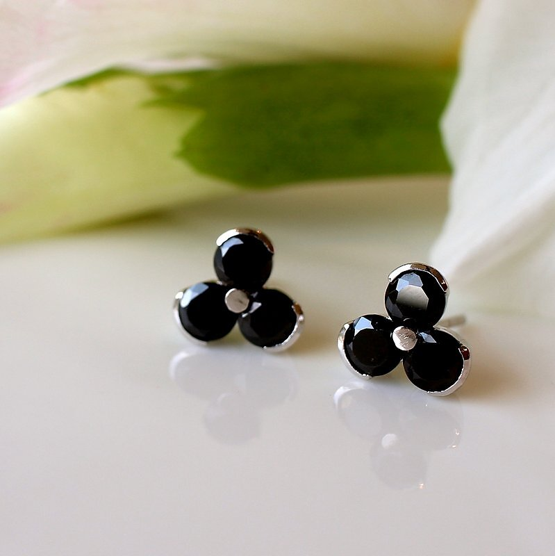0900-1100-10mm-Trisha-Black-Studs-MississippiEarrings.JPG